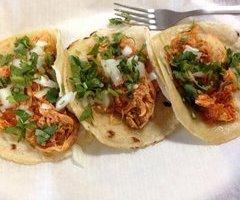 Tres Tacos Pollo